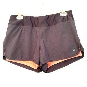 Layer 8 performance shorts Sz M qwick dry